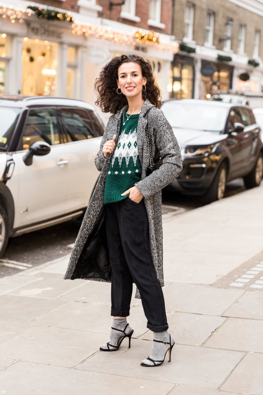 PERFECT XMAS SWEATERDECEMBER 11, 2017 - In winter I always wear fuzzy and cosy sweaters, it´s great! and I just have to think about the bottom: pants or skirt?! and accessories! Hahaha It's really fast!...read more