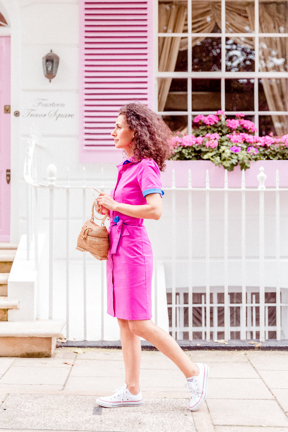 BUTTON UP YOUR DRESS IN FUCHSIA - Hello! Good morning everyone! It's not always raining in London, the truth is that this year we have the prettiest Spring that I saw here, many sunny days, yes of course, too many cloudy as today too! 😂...