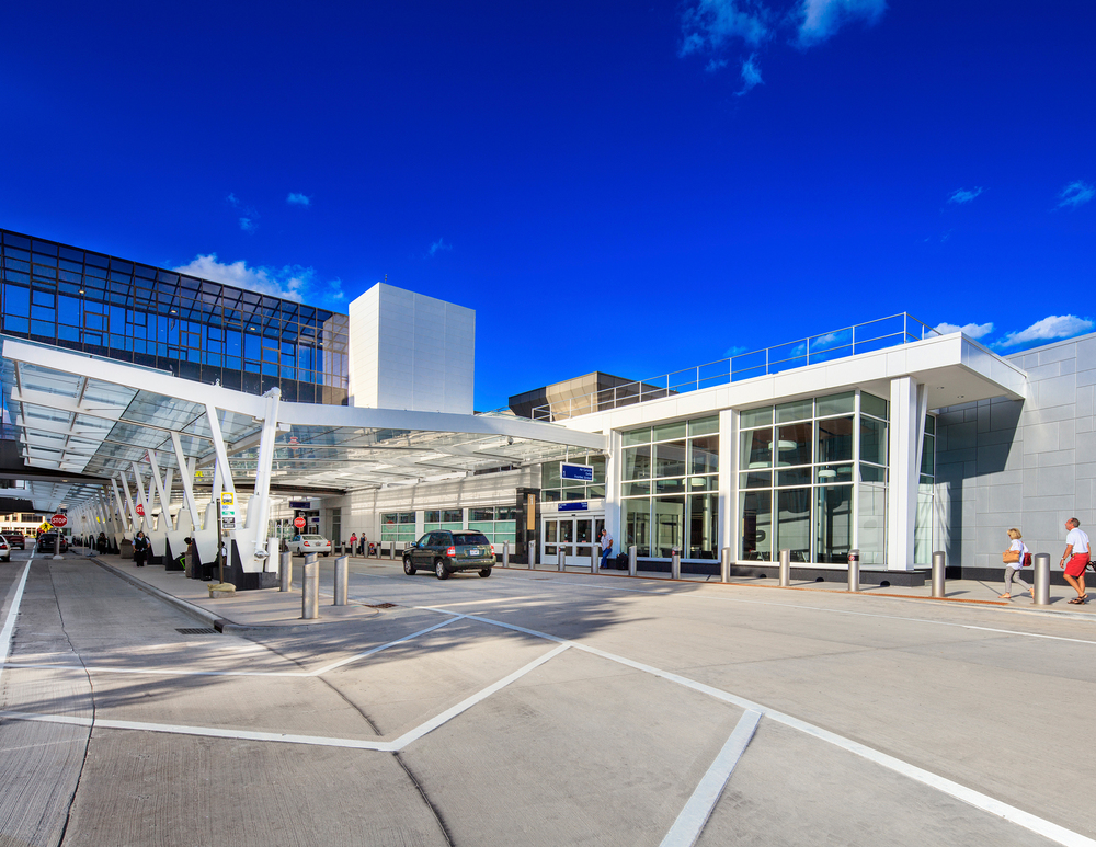 general mitchell international airport baggage claim building