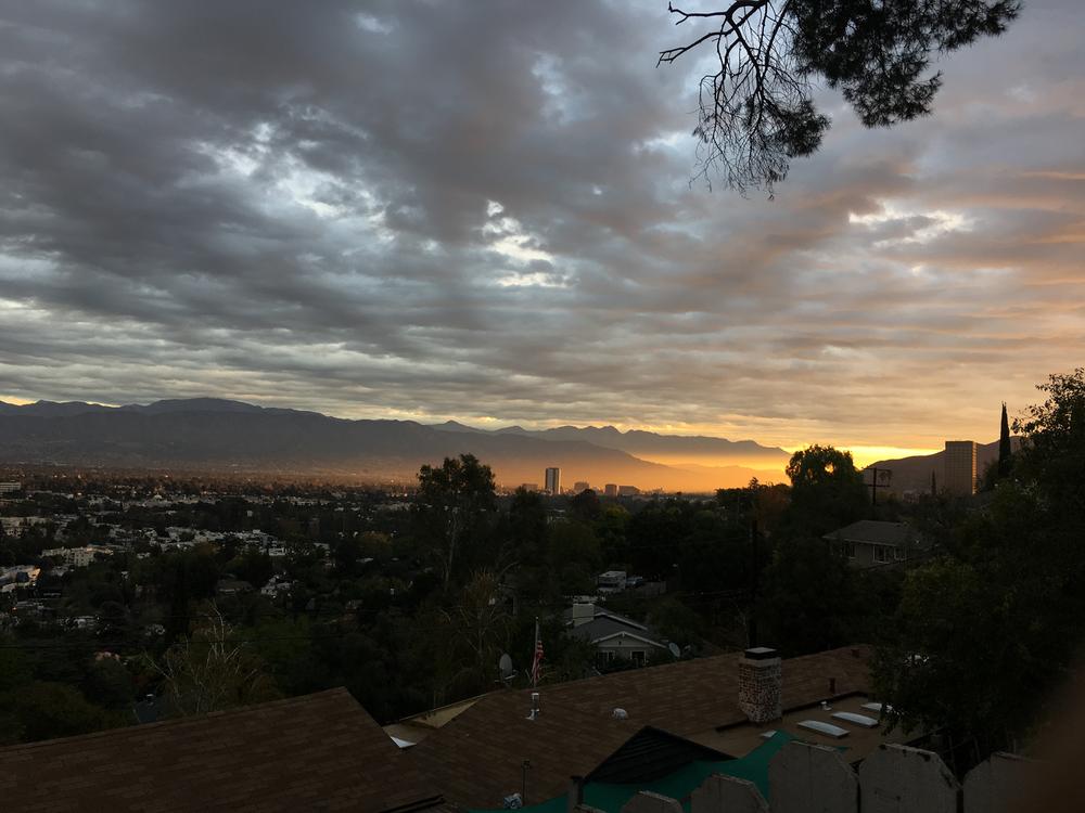 Arism_Sunrise_over_San-Fernando-Valley_Burbank_1500.png