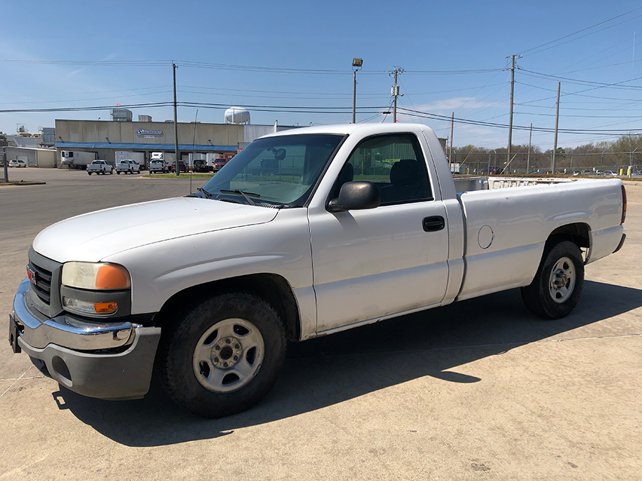 Truck #1706 - This is a 2004 GMC with 220,633 miles. Known issues: tire monitor sensor.