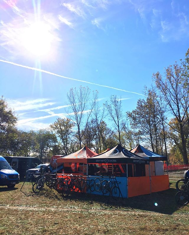 Another gorgeous Midwestern day here at Derby City Cup. The races are off, and good vibes are all surrounding the famous Eva Bandman Park. 🍂