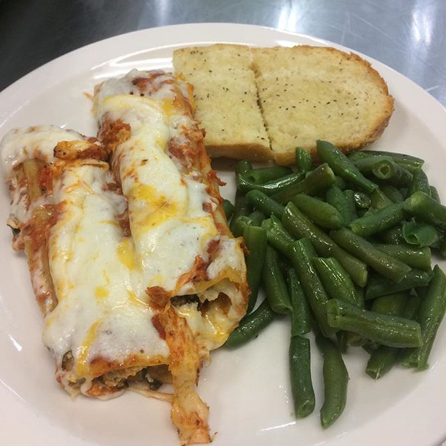 Homemade Manicotti with sausage, cheese, and spinach. Yuuummmm #edibleschoollunch @annacontrerasrdm
