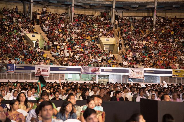 audience-many.jpg