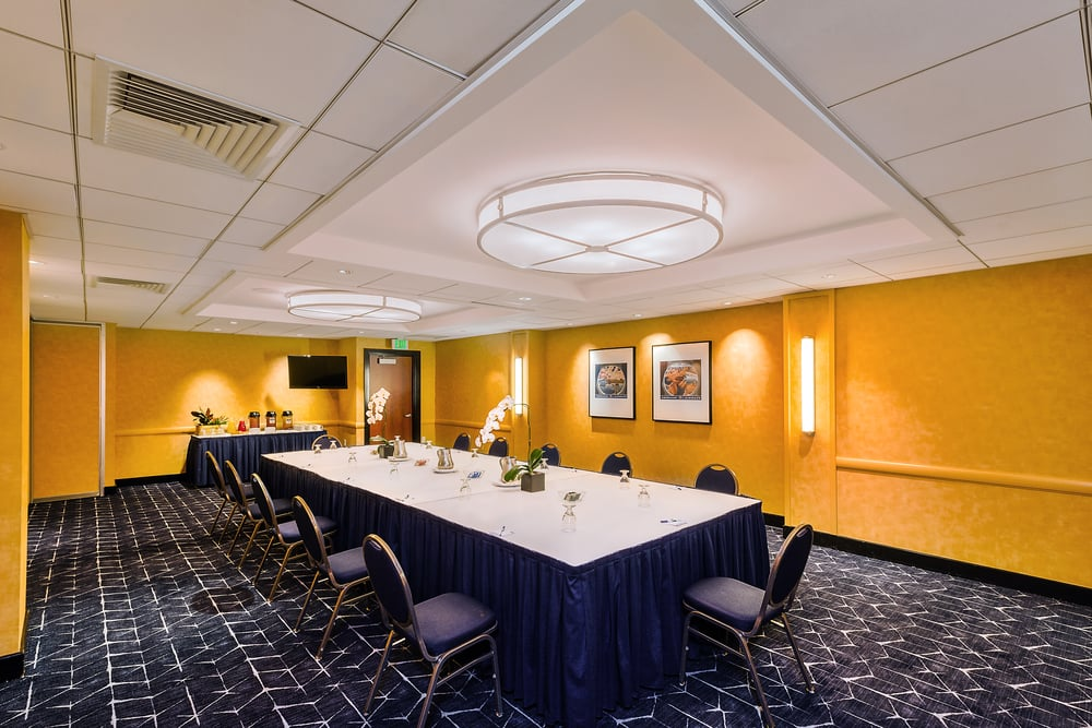HIEX-FishermansWharf-MeetingRoom.jpg