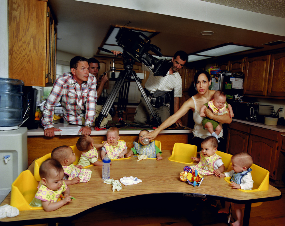 Nadya Suleman (Octomom) feeding her children