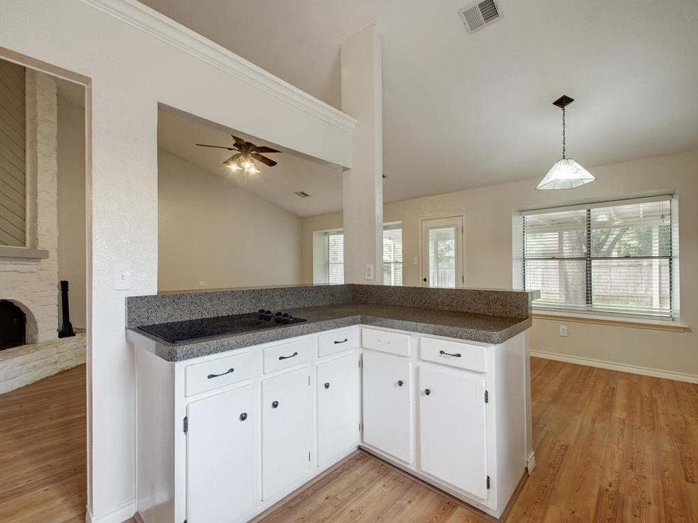 1602 E Messick Loop-MLS_Size-014-11-Family Kitchen Dining 262-1024x768-72dpi.jpg