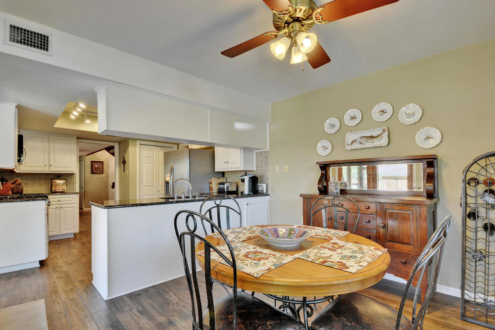 803 Penny Ln-large-014-9-Kitchen and Breakfast 797-1500x1000-72dpi.jpg