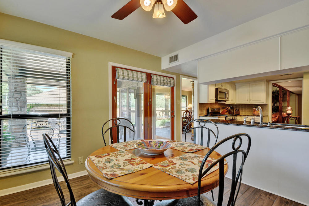 803 Penny Ln-large-015-25-Kitchen and Breakfast 798-1500x1000-72dpi.jpg