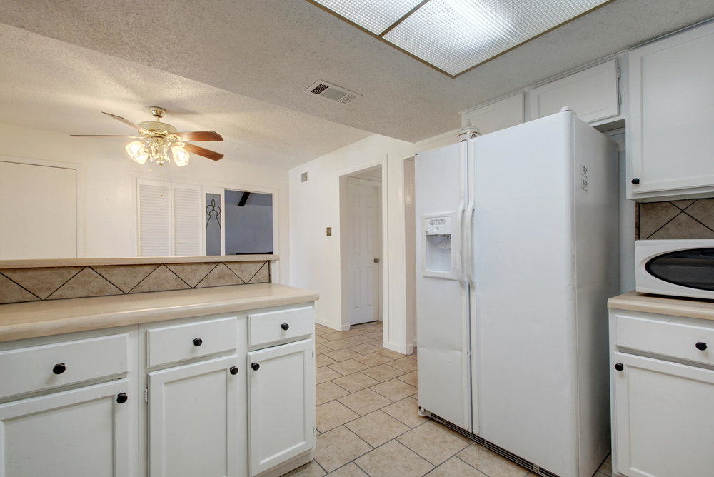 1702 Wildwood Dr-large-011-8-Family Kitchen Dining 906-1498x1000-72dpi.jpg