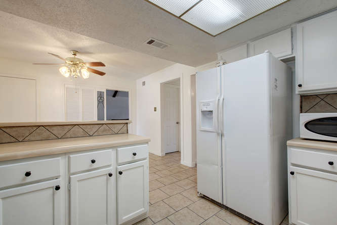 1702 Wildwood Dr-small-011-8-Family Kitchen Dining 906-666x445-72dpi.jpg