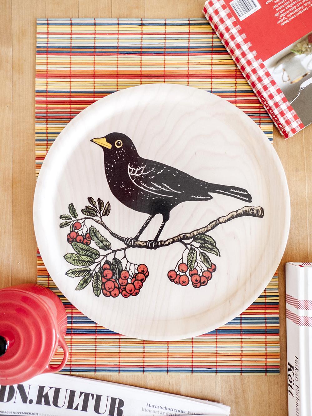 koltrast-blackbird-rowanberry-linocut-birch-tray-bricka-1-1000.jpg