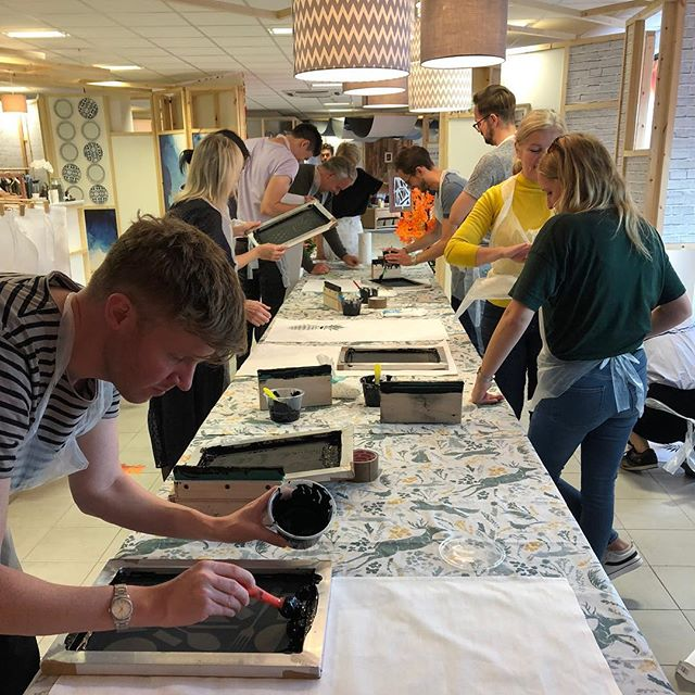 Wow what an amazing day and group of people at today's screen print workshop for @argoshome 🤩🤩🤩so impressed with how everyone embraced the workshop, worked together and all managed to create their own print masterpieces to take home with them! Thanks to all the team at the pop up store for being so welcoming and helpful and the lovely @katie_ellis1970 for being the best team mate a girl could wish for 🤩🙌🏻🥂 One happy print mama ☺️ If you want to come and join in the print fun I'll be hosting another workshop next wed, see link in bio for tickets 🙌🏻 Oh and if you popped along today pls tag us in any of your pics we would love to see them 😍 Much love xx #screenprint #workshop #argoshome #argospopup #getyourprinton #teambuilding #home #design