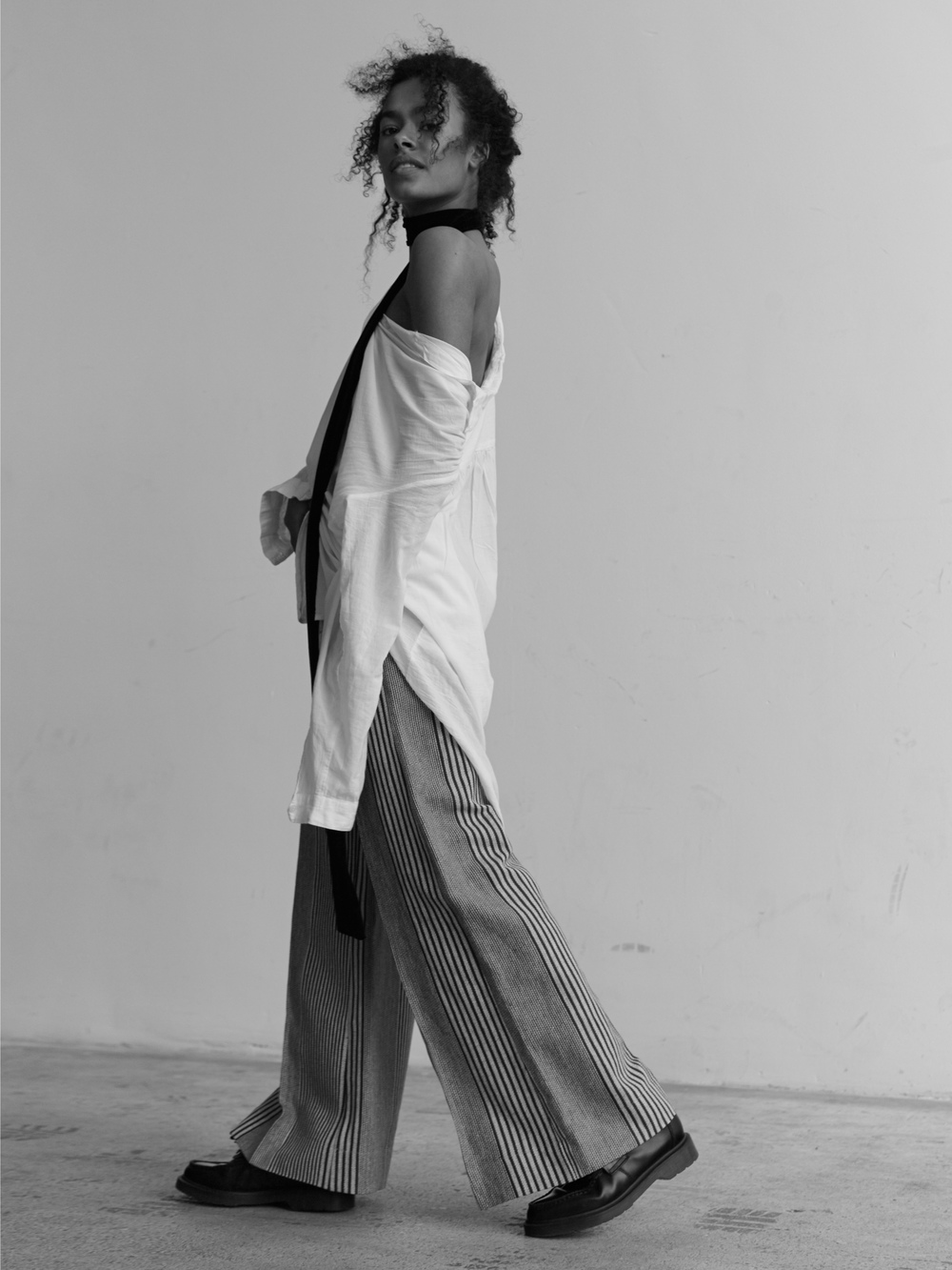 Tie: Zara, Blouse: Monki, Pants: Mango