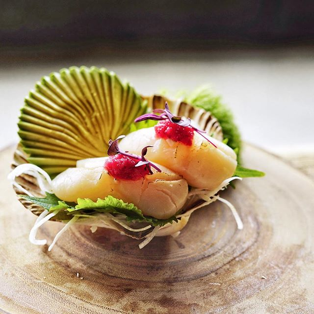 Holy Scallop from Hokkaido, Japan. 🍣  Photo by 📸: @abunyaphoto ll Created by our Creative /Operation Director: Trisha Bun • • • • • #tastesbetterhere #eatingfortheinsta #eatfamous #sushigram #sushiart  #f52grams #igerschicago #foodiechats #nomchicago #theartofplating #foodstarz #chefstalk #fabfoodchicago #thekitchen #foodfeast #alwayshungrychi #topchicagorestaurants #thrillist #hertastylife #eattheworld #foodandwine #chicagobucketlist #dametravelerfoodie #midwestbloggers