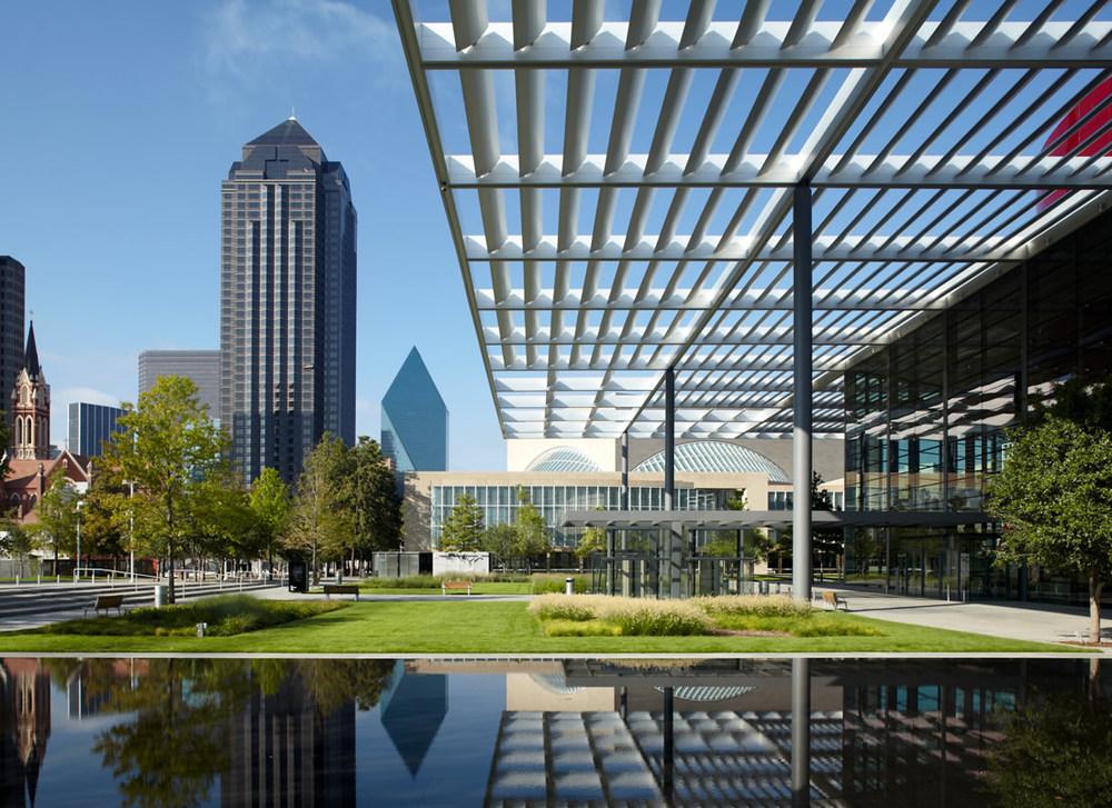 Downtown_Dallas_Arts_District.jpg