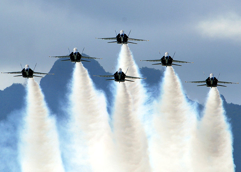 800px-Blue_Angels_on_Delta_Formation