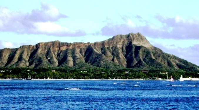 Le'ahi  or the famous Diamond Head from the Waikiki side