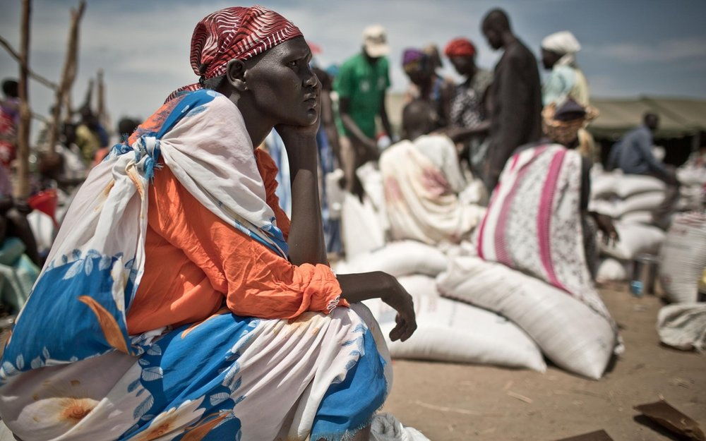 A mother of six flees the town of Bor, Jonglei state, amid heavy fighting in 2014 - photo Pablo Tosco/Oxfam