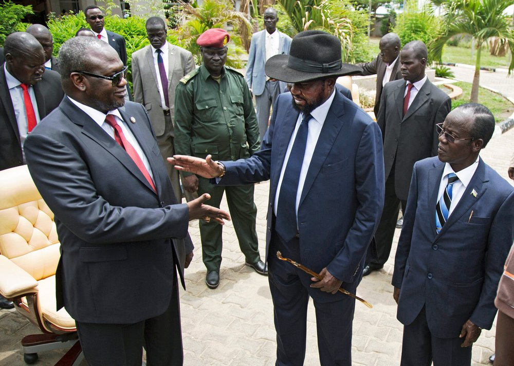 Riek Machar (left) and Salva Kiir (right) - photo AFP