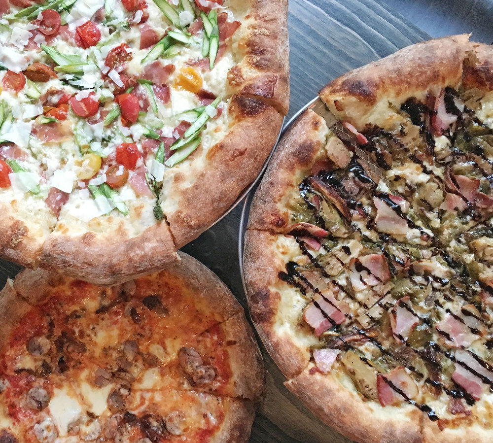 THE CHICAGO CHIC - JULY 2016   Worth Waiting For: Robert's Pizza Company