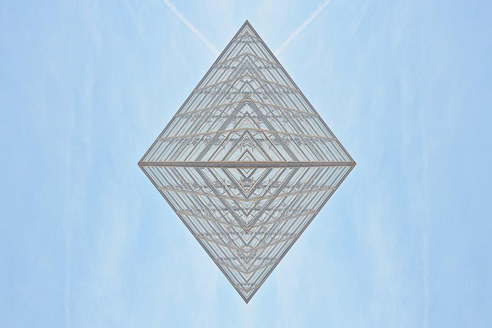 """GABRIELAGUM // """"LOUVRE, THE PERFECTION"""" 2017 // PelÍcula Pet banner, impresión digital base ecosolvente color blanco y satín con respaldo gris, marco de aluminio gris //60 X 90 cm// $9,900 MXN"""