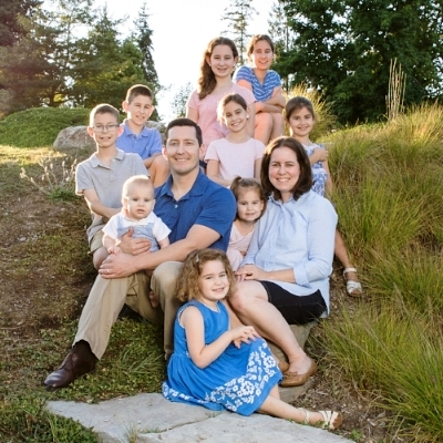 Large Family Outdoor Portrait - Seattle Photographer