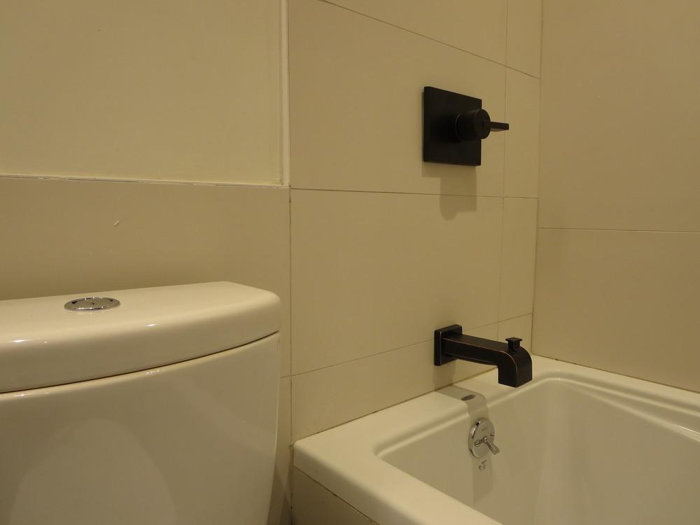 12_Bath.jpg
