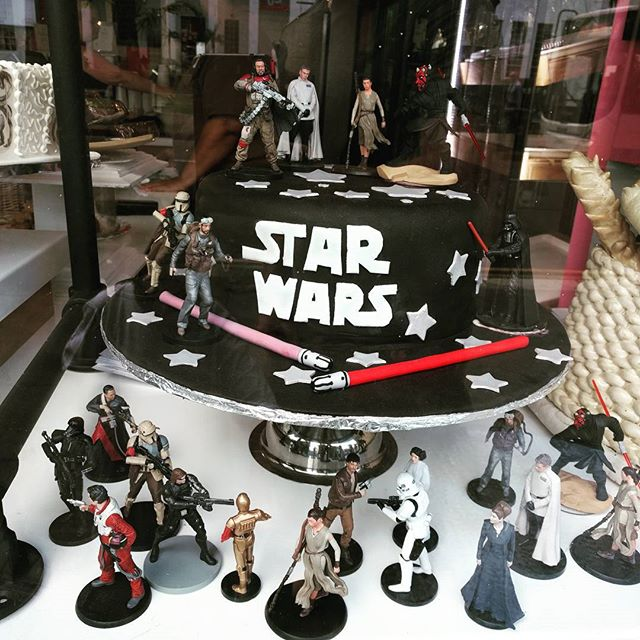 This is the cake we're looking for #starwars #cake #glaze