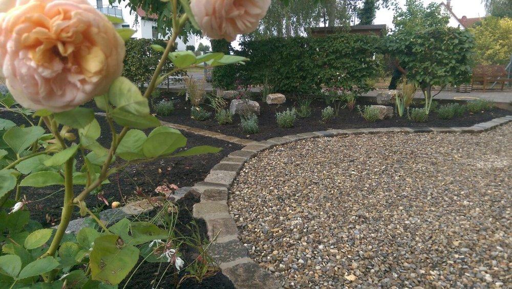 Wir freuen uns über die gelungene Gartenanlage!