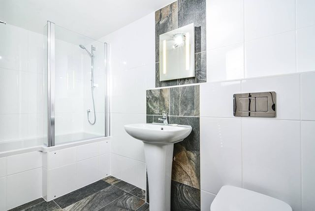 Here is the new bathroom we've just finished installing in Foxglove, one of our two bedroom cottages https://www.knowle-farm.co.uk #knowlefarm #devon #selfcatering #southdevon #holidaycottages #childfriendly #babyfriendly #toddlerfriendly #familyfriendly #cottages #familyholiday #farm #holiday #outwiththeold #bathroom #new