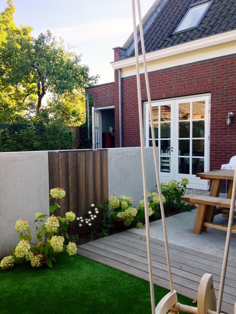 Siebers-Tuinprojecten-leeftuin-vlonder-schommel-weltevree.jpg