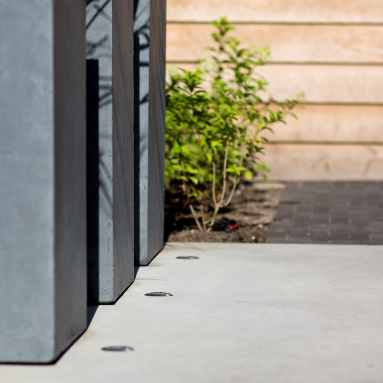 Siebers-Tuinprojecten-dorpstuin-gevlinderd-beton-terras.jpg