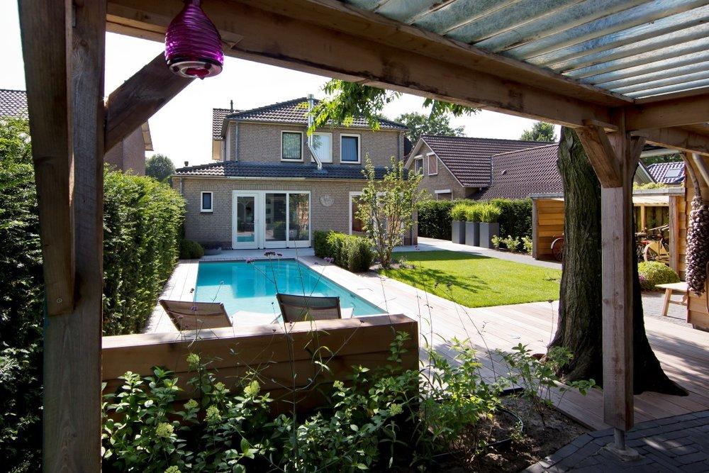 Siebers-Tuinprojecten-dorpstuin-zwembad-overkapping.jpg