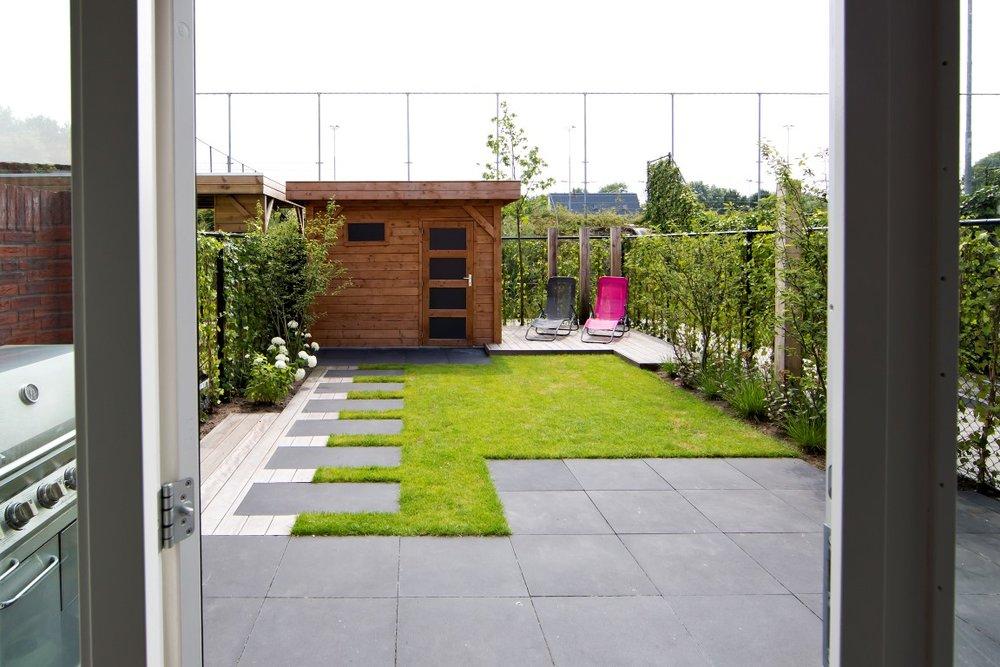 Siebers-Tuinprojecten-stoer-buitenkeuken-kleine-achtertuin.jpg