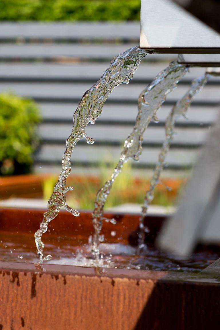 Siebers-tuinprojecten-water-vijver-rvs-cortenstaal.jpg