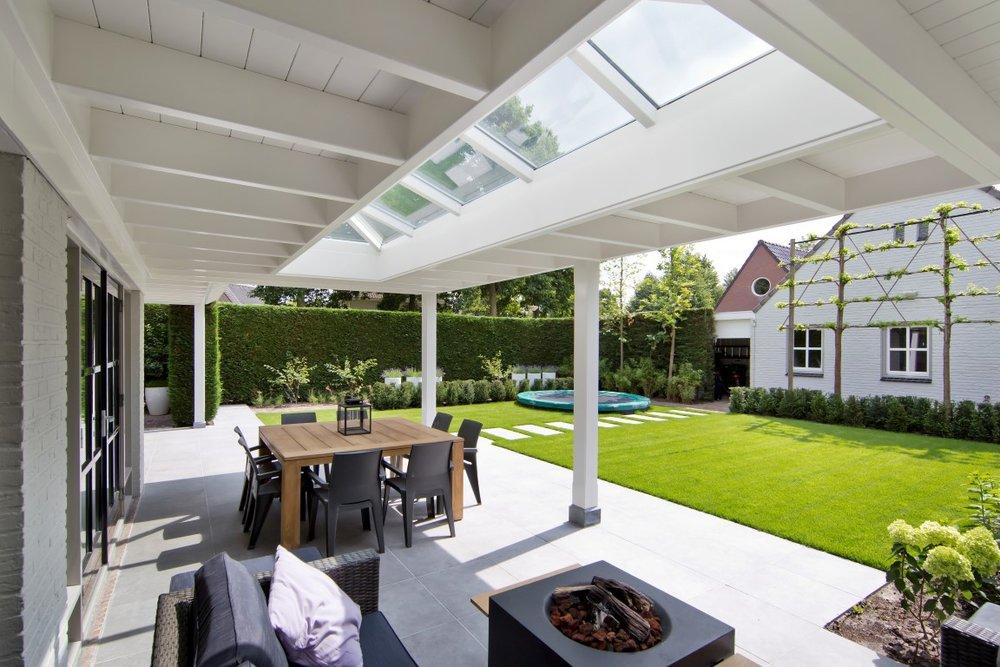 Siebers-tuinprojecten-overkapping-veranda-loungeset.jpg