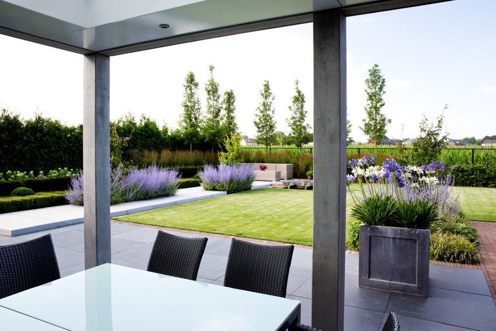 Siebers-tuinprojecten-landelijk-strak-overkapping.jpg