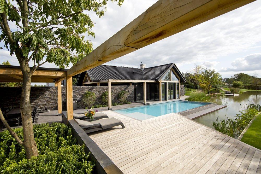 siebers-tuinprojecten-parktuin-erp-eikenhout-pergola-vlonder.jpg