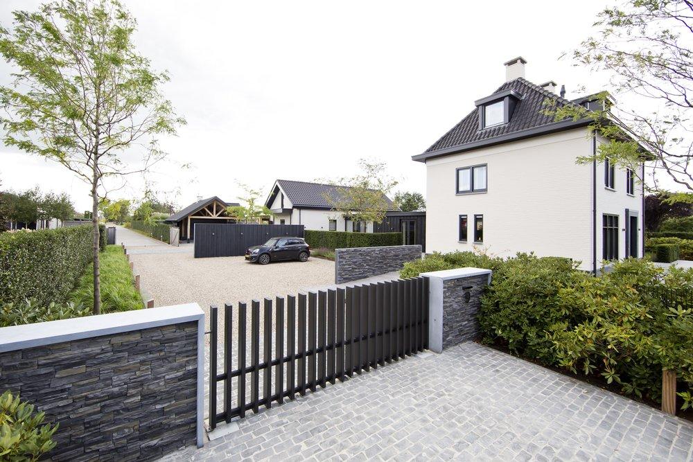 siebers-tuinprojecten-parktuin-erp-steenstrips-poort.jpg