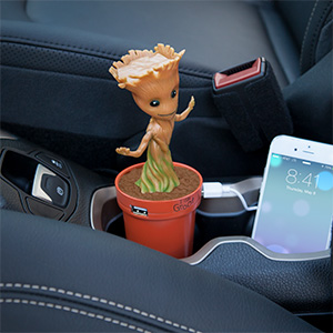 jjpm_marvel_groot_usb_car_charger_inuse.jpg