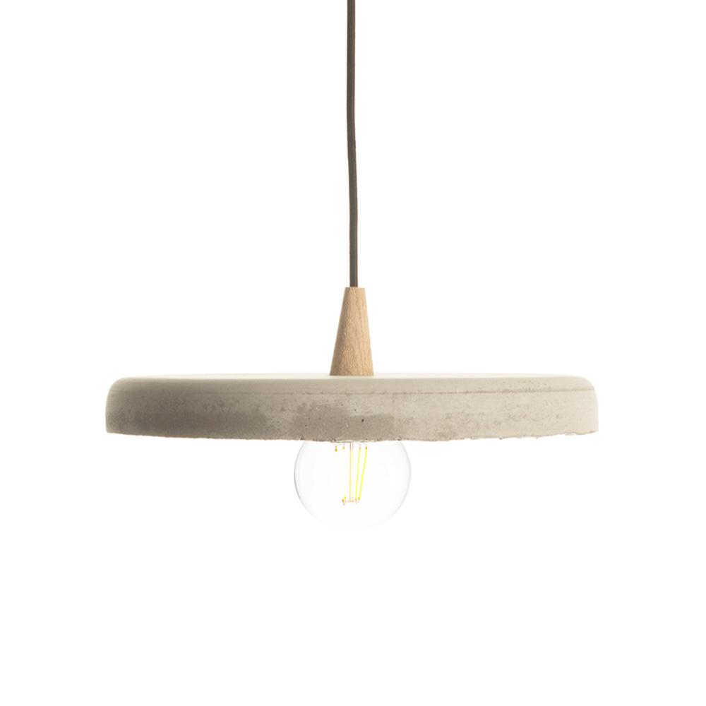 MÚLTIPLES OPCIONES - La tulipa se puede fabricar en cemento y en cerámica. La lámpara puede utilizar LEDs o una bombilla. Cuando utiliza LEDs, hay un difusor y el cable baja y tras hacer un nudo que sujeta todos los componentes, vuelve al interior de la tulipa.Cuando se utiliza una bombilla, el cono es un poco distinto y no se necesita difusor.