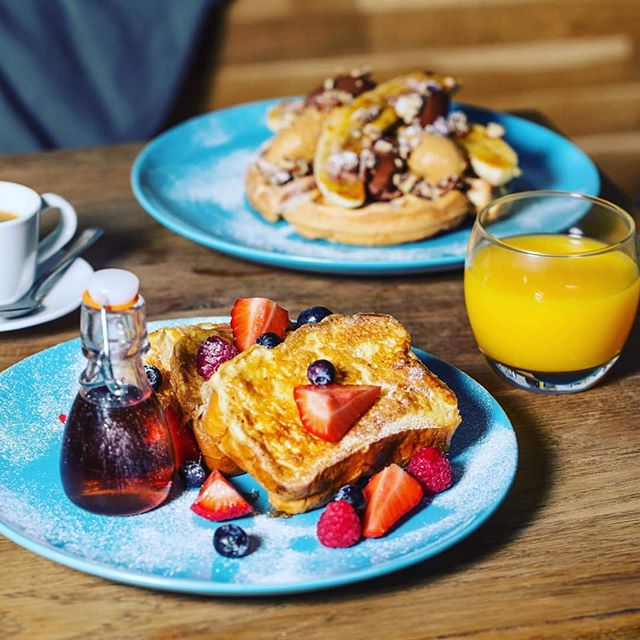 Leeds for are open for some of this tasty brunch! #hepworthsdeli #thorntonsarcade #leeds #yorkshire #breakfast #brunch #lunch #dinner #waffles #frenchtoast #picoftheday