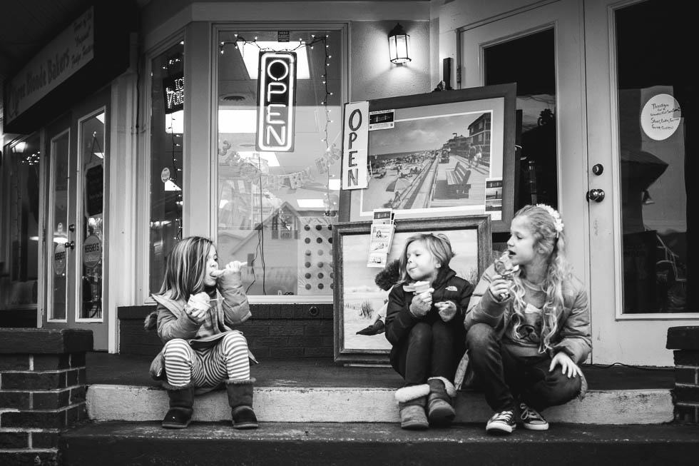 rebecca_wyatt_girls_eating_ice_cream_in_beachtown