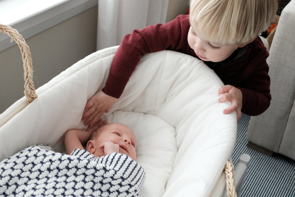 boy_with_newborn_brother_in_bassient