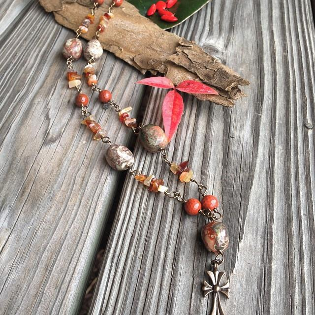 Autumn color hand linked short necklace.jpg