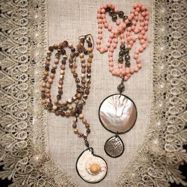 She sells seashells by the seashore ☀️🏖🐚 . #myredbead #seashelljewelry #seashells #handmadependant #handknotted #artist #artisan #beach #beachjewelry #shells #jewelryartist #jewelrydesigner #igbloggers #fashionbloggers #stylebloggers #jewelryblogger