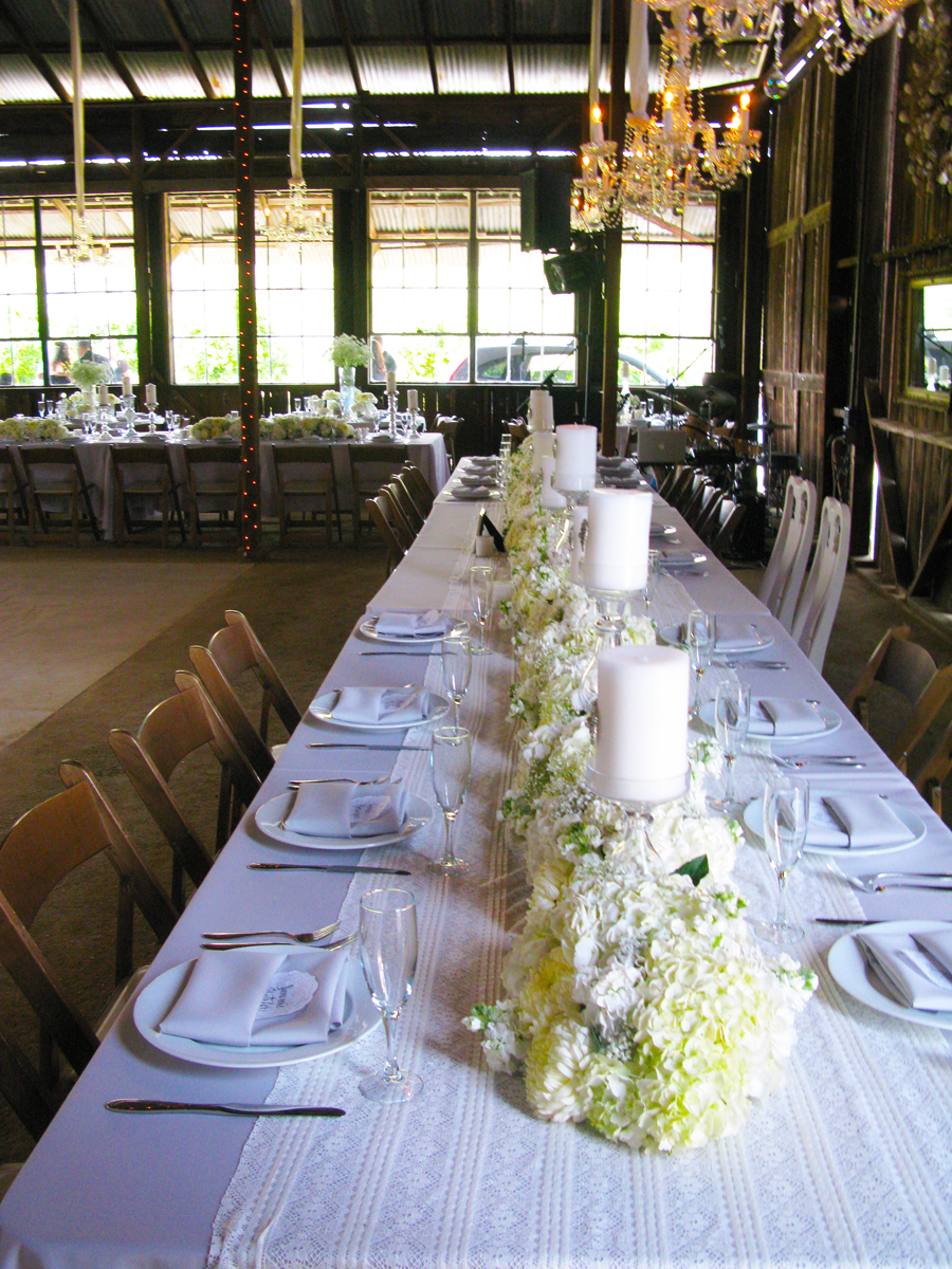 TablesetupBBQwedding.jpg
