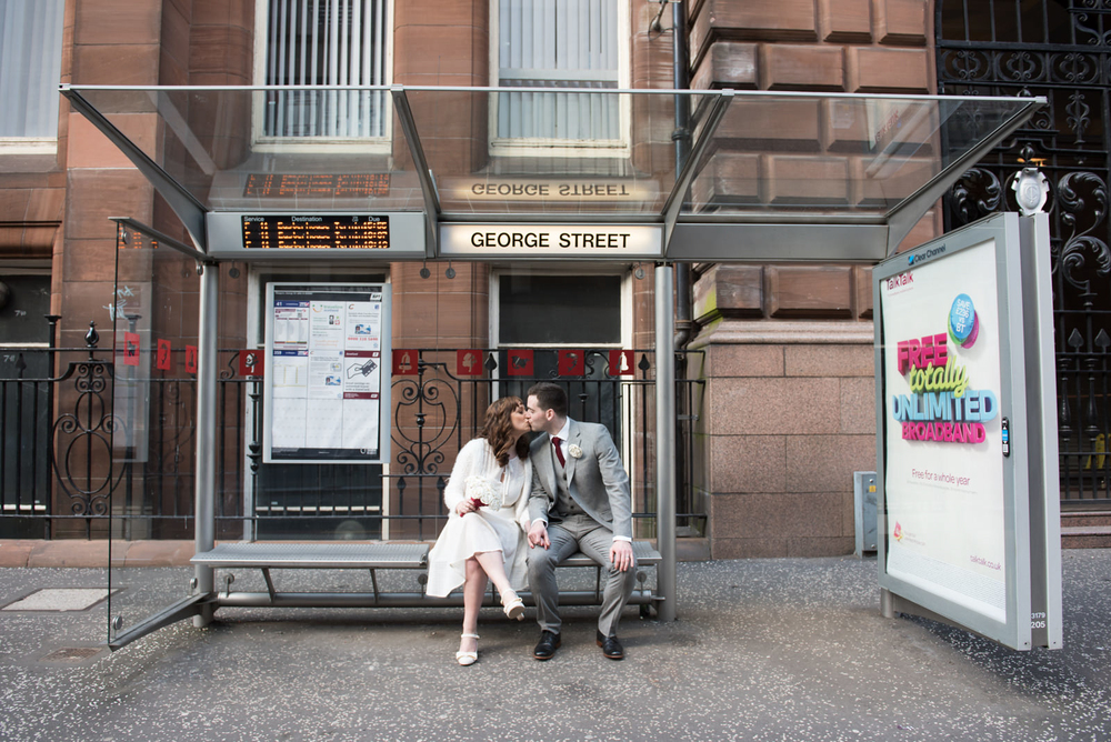 glasgow-city-centre-wedding-montrose-street-george-street-bus-stop-kiss.jpg