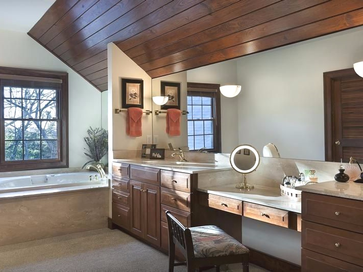 607 north shore drive master bathroom.jpg